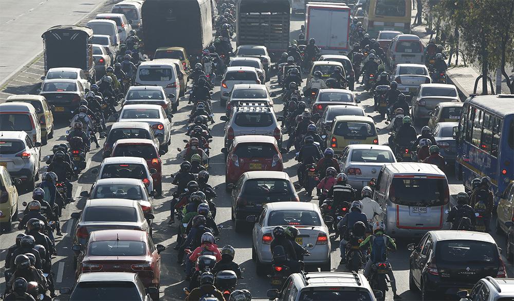 Motos Avenida de las Americas barrio Marsella transporte moteros motocicletas trancon trancones caos Bogota Feb 5 del 2020  Foto Guillermo Torres Reina / Semana